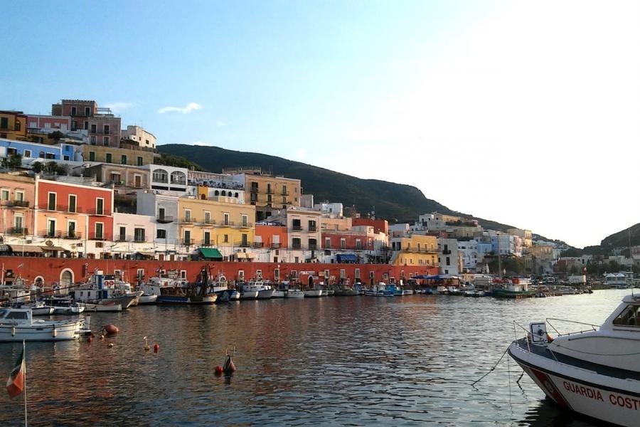 La terra a cui Ulisse diede il suo nome: Tour dell'isola di Ponza e Riviera di Ulisse