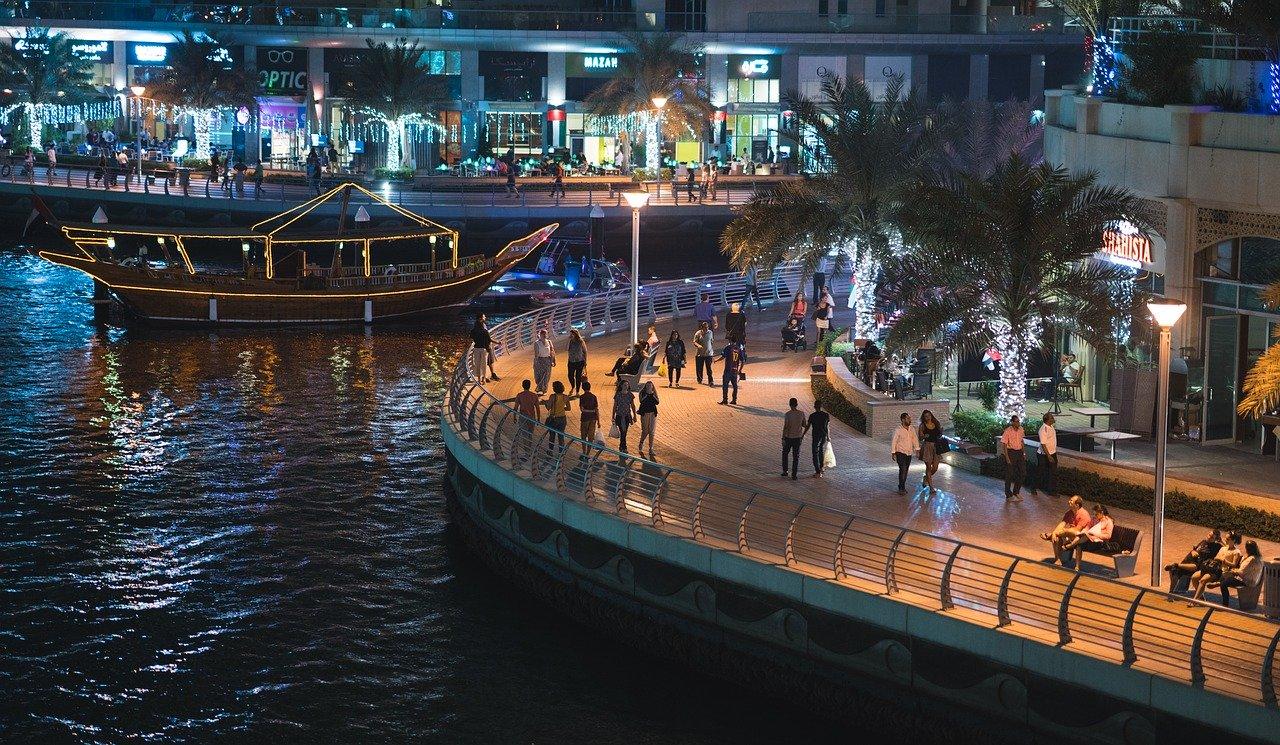 Passeggiare a Dubai Marina